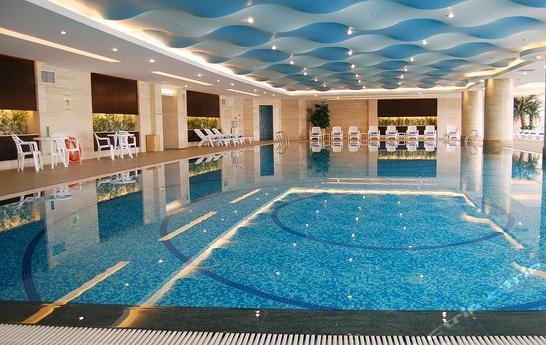 海南一体化健身房泳池